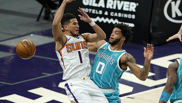 Hornets controversa vittoria in trasferta sui Suns