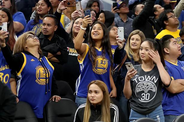 A partire dal 23 aprile, i Warriors consentono a un numero limitato di fan di entrare nel Chase Center